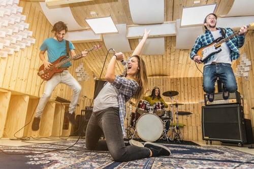 La música influye fuertemente en los adolescentes.