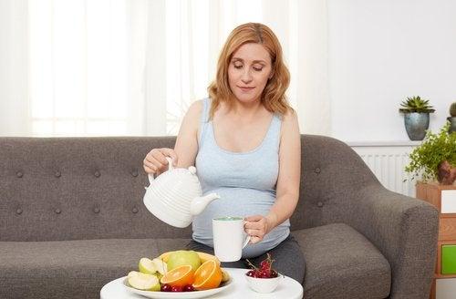Los síntomas del segundo trimestre de embarazo pueden atenuarse mediante una buena alimentación.