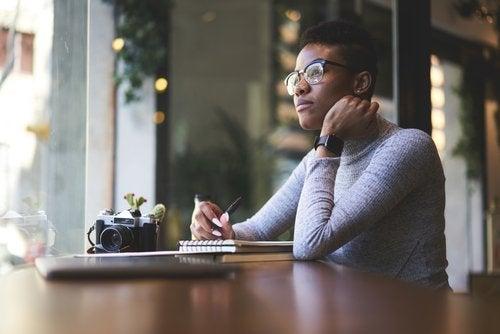 La escritura automática exige dejar de lado procesos intelectuales como la atención y la memoria.