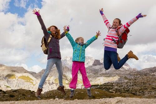 ¿Cómo preparar una ruta de montaña con niños?