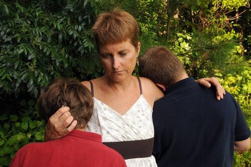 La muerte de un familiar puede ser sumamente traumática para un niño.
