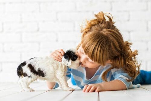 El aprendizaje emocional en los niños: Etapas, tipos y métodos efectivos