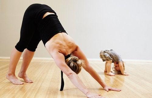 4 beneficios del yoga para bebés