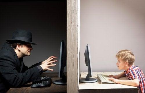Riesgos de seguridad en internet para niños y adolescentes.