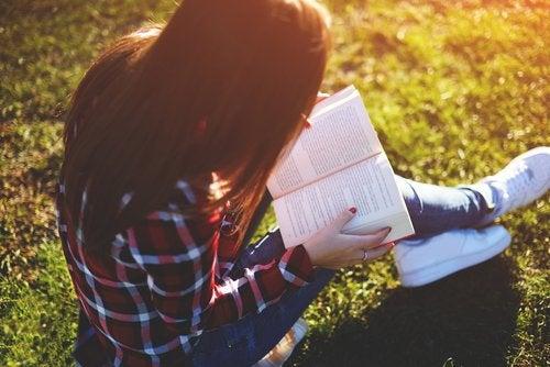 Para trabajar la lectura con adolescentes será fundamental despertar su interés.