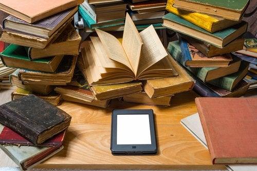 Batalla en las escuelas: ¿libro de papel o libro electrónico?