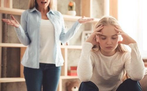 Los padres exigentes pueden frustrar seriamente la infancia de sus hijos.