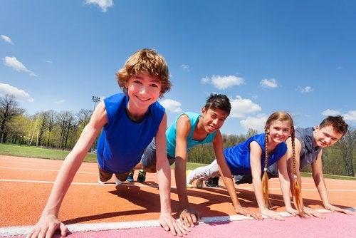 Los juegos de educación física aportan al bienestar del niño como cualquier otra práctica deportiva.