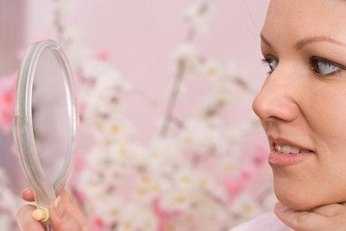 El acné representa una verdadera pesadilla para las mujeres preocupadas por su estética.