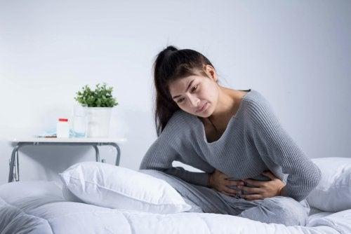 El síndrome de Asherman tiene como síntoma los dolores en la menstruación.
