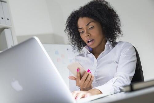 Las víctimas más frecuentes de sextorsión son las mujeres.