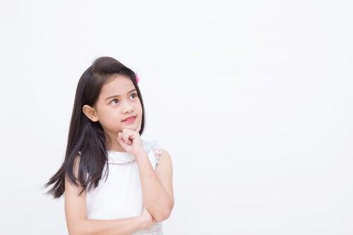 El pensamiento preoperatorio se manifiesta entre los 2 y los 7 años de edad.
