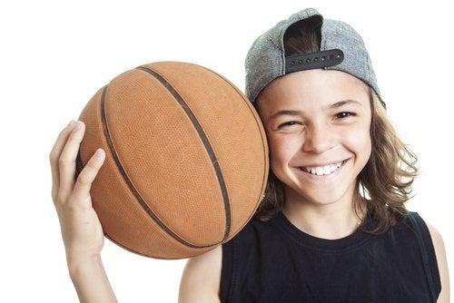 Baloncesto para niños: beneficios físicos, cognitivos y sociales
