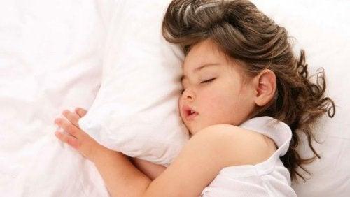 El insomnio infantil causa irritabilidad y problemas de aprendizaje y concentración.