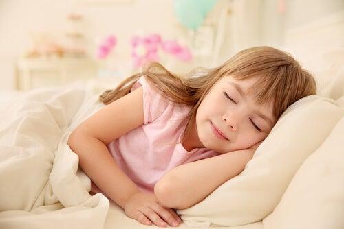 La apnea infantil interrumpe el descanso normal de los niños.