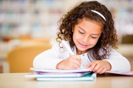 Los expertos afirman que el desarrollo de la noción espacial influye en habilidades como la escritura.