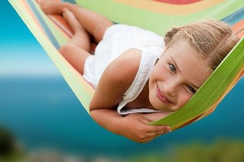 El autoconocimiento hace a los niños conscientes de sus emociones.