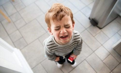 Las quemaduras pueden ser muy dolorosas para los niños.
