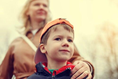Criar un niño sobreprotegido puede tener desventajas.