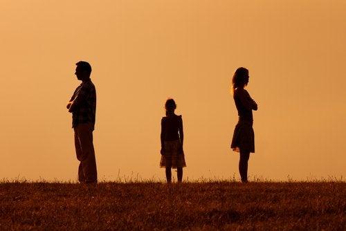 Los niños y adolescentes con padres separados no deben quedar en el centro de la disputa.
