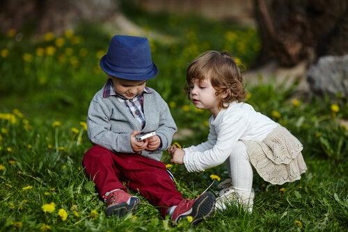 La envidia en los niños puede manifestarse desde edades muy tempranas.