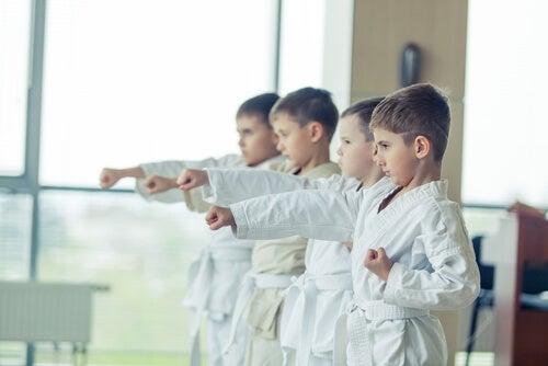 El taekwondo es un deporte poco agresivo.