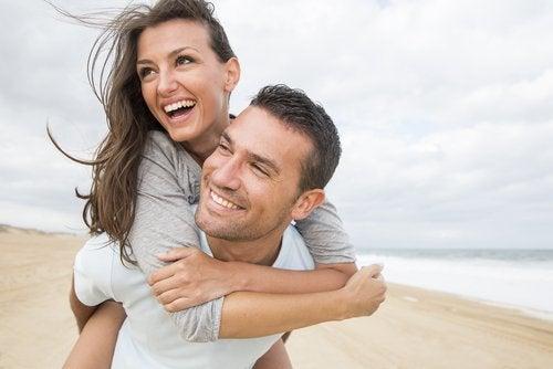 Hay estudios que afirman que elegimos una pareja similar a nuestros padres.