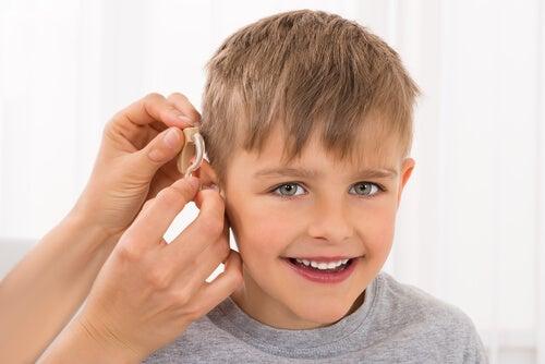 Hipoacusia en niños: causas, detección y consecuencias