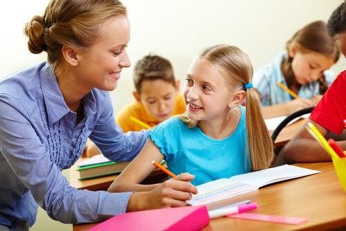 El orientador sirve de guía y apoyo para los alumnos.
