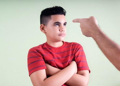 Los padres exigentes tienden a tener expectativas demasiado altas para sus hijos.