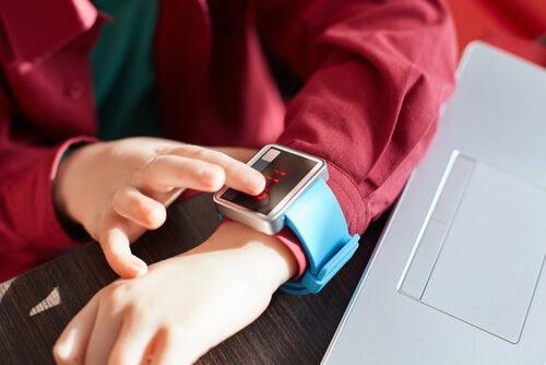 Alemania prohibe la venta de smartwatches para niños.