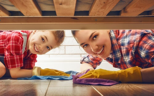 Es bueno repartir las tareas domésticas.
