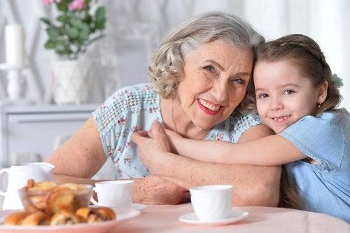 El tiempo compartido entre abuelos y nietosasegura que ambos se sientan amados.