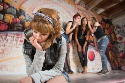 Los adolescentes pueden sentirse incomprendidos y aislados.