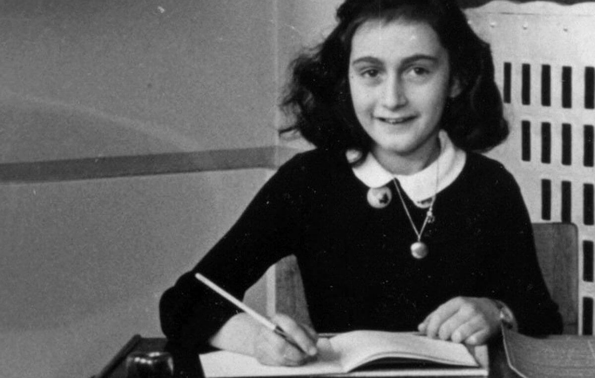 El diario de Ana Frank es uno de los libros más recomendados para adolescentes.
