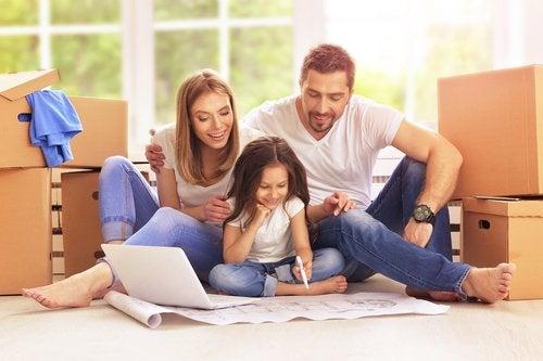 El acogimiento familiar busca el bienestar de niños en situación de vulnerabilidad.