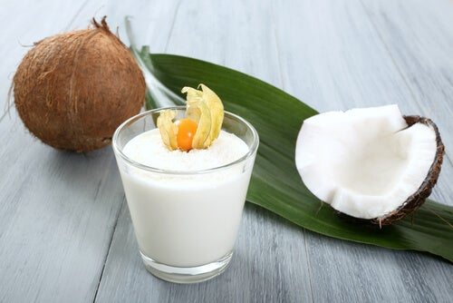 El batido de coco, combinado con otros ingredientes, es una muy buena fuente de energía.