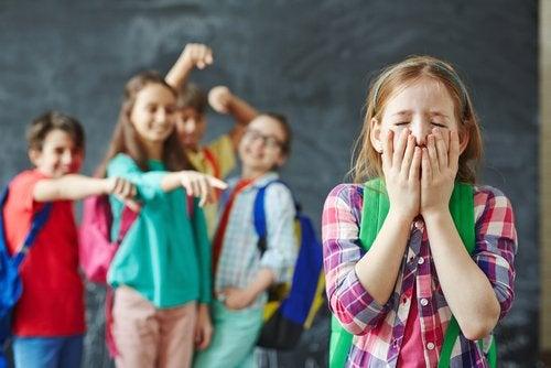 Los tipos de acoso escolar son varios y sus consecuencias, sumamente negativas para los niños.
