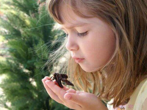 Desde pequeños, la educación ambiental forma valores de empatía y conciencia sobre el cuidado del ambiente.
