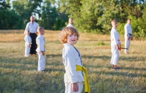 El Kung Fu para niños aporta grandes beneficios para su salud física y mental.