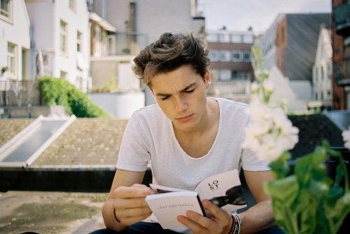 Desde casa, podemos organizar ciertas actividades para trabajar la lectura con adolescentes.