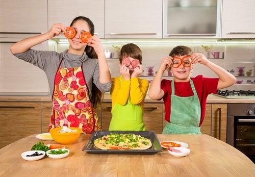 La pizza es uno de los alimentos preferidos por los niños.