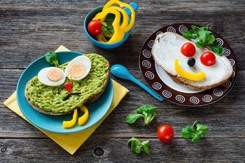 Los platos para cocinar con niños suelen incluir figuras divertidas.