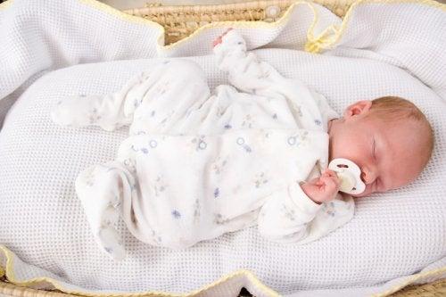 Una rutina para dormir al bebé puede ser la gran aliada para los padres con problemas de descanso en los primeros meses de vida de su hijo.