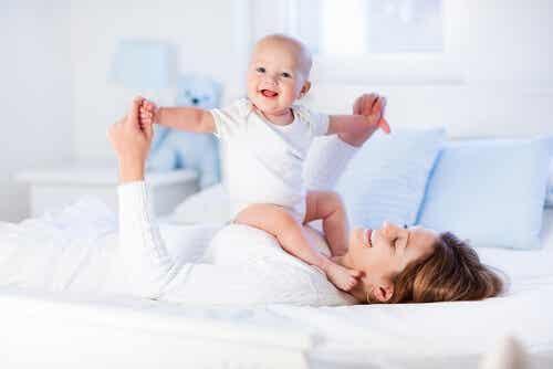 8 ejercicios para fortalecer los músculos de tu bebé