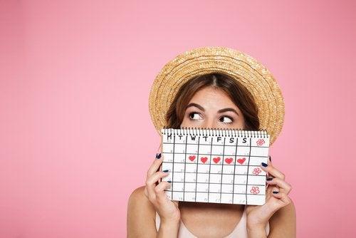 Llevar la cuenta de la menstruación de cada mes puede servir para identificar posibles retrasos de la regla.