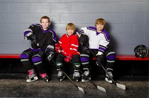 El hockey sobre hielo es una buena alternativa, aunque un poco más costosa por la cantidad de materiales necesarios.