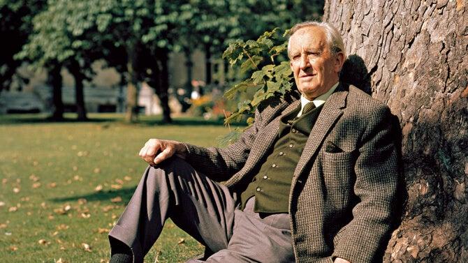 J. R. R Tolkien, el autor de la Tierra Media y las adivinanzas en El hobbit