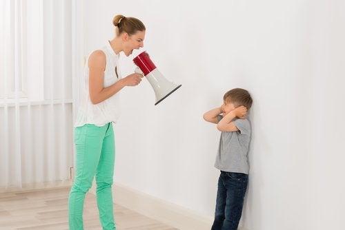 Gritar no es garantía para criar buenos hijos; todo lo contrario.