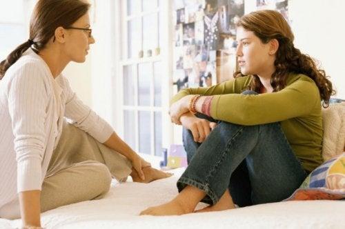 El diálogo con los hijos es fundamental para ambos.